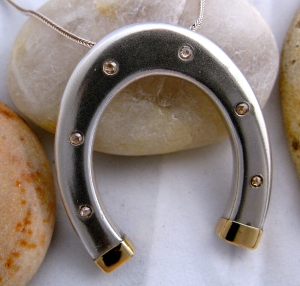 Horse Shoe Pendent